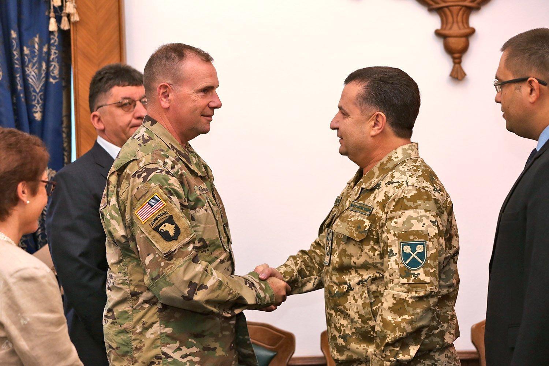 Степан Полторак поведал опутях совершенствования оборонной системы Украинского государства
