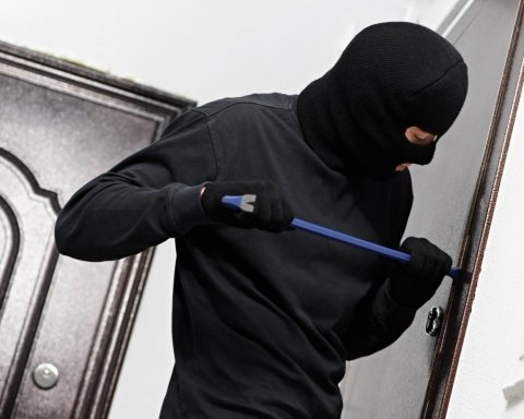 E-декларации вместо наводчика: как грабители в Украине пользуются публичностью