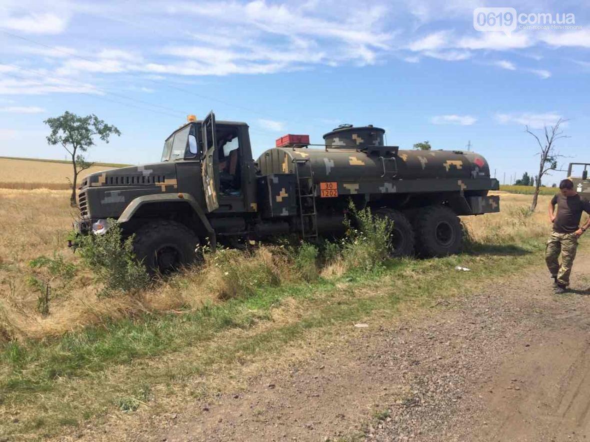 ДТП вЗапорожской области: автомобиль врезался ввоенную технику