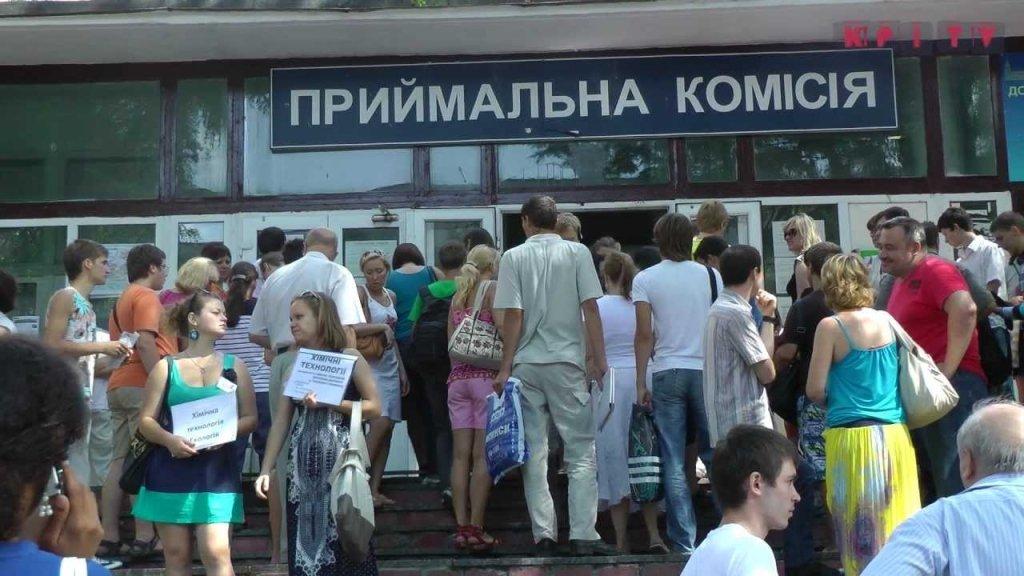 Прокуратура озвучила суми хабарів у вузах: цифри вражають