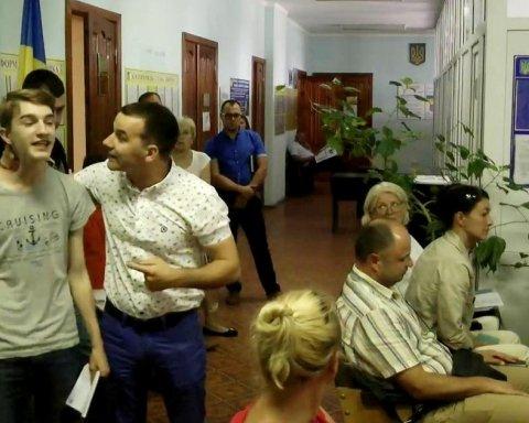 «Тобі зуби виб'ють!»: Депутат від БПП з Київщини напав на школяра за пост в соцмережах