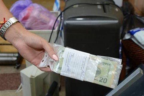 На Західній Україні поліція попередила потрапляння у обіг 6 млн фальшивих доларів