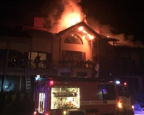 У Луцьку після вибуху горів готель, є постраждалі, оприлюднено відео