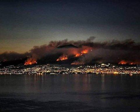 Извержение Везувия и масштабные лесные пожары в Италии, есть фото