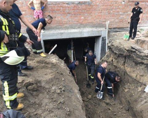 В Киеве на строительстве погиб человек, есть видео