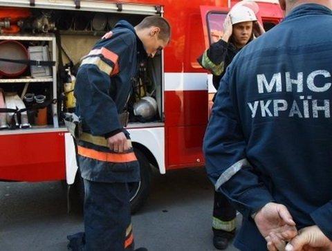 В Киеве в страшном пожаре погибла женщина: фото и видео