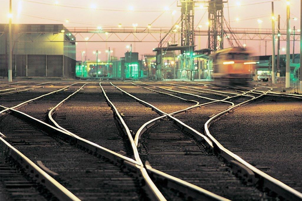 «Укрзалізниця» запланувала збільшити зарплати керівництву, зменшивши кількість робітників та перевезень