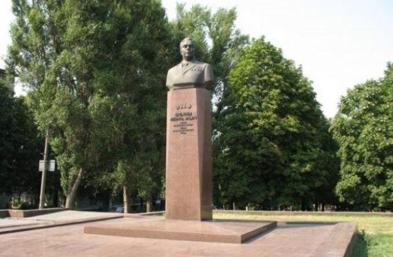 Граждане Каменского требуют снести монумент Брежневу