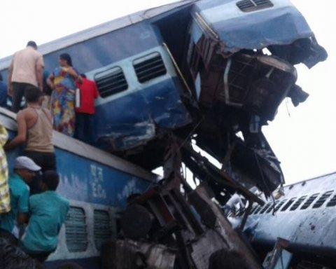 Трагедія на залізниці в Індії: постраждали десятки людей, є відео