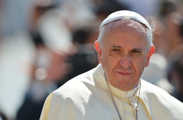 Папа Римский жестко раскритиковал противников масок и карантина