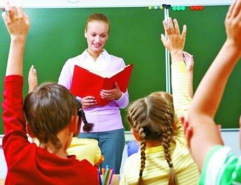 Гройсман обнародовал данные о поднятии зарплат учителям