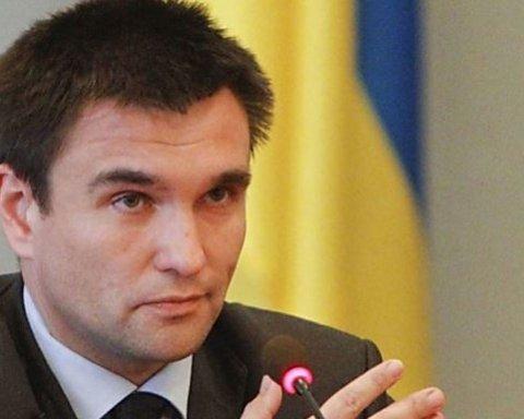 Роздача паспортів: між Україною та сусідкою розгоряється великий скандал