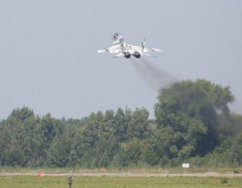 Обнародованы фото и видео, как Порошенко на боевом истребителе летал