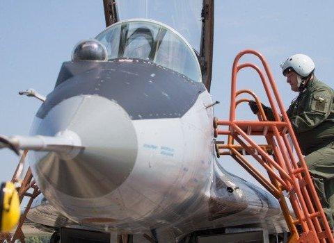 У Порошенко показали видео его полета в кабине истребителя МиГ-29