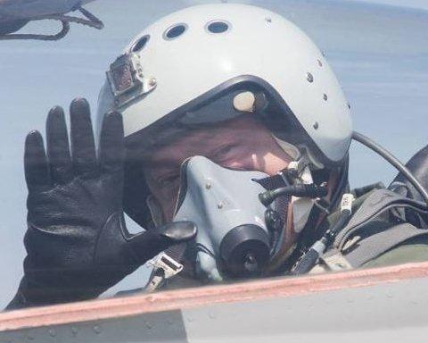 «Тепер треба у Дніпрі під водою кавун підстрелити»: Соцмережі відреагували на політ Порошенка