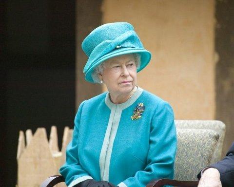 Джерела, наближені до королеви Єлизавети II, розкрили її плани щодо відмови від престолу