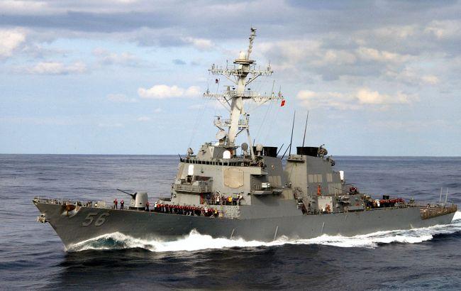 Стали відомі подробиці зіткнення есмінцю ВМС США і торгівельного судна