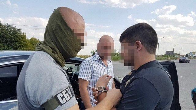 Оперативники СБУ затримали французького злочинця, якого 5 років розшукував Інтерпол, є відео