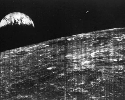 NASA обнародовало уникальный снимок Земли с Луны