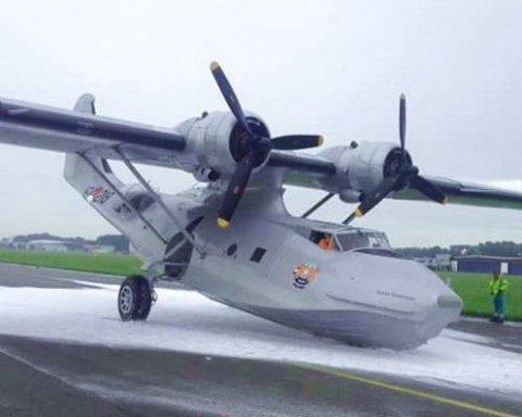 У Нідерландах вдалося посадити літак без передньої стійки шасі, є відео