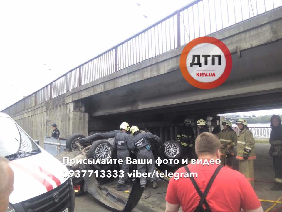 В Киеве во время скоростного тест-драйва произошло ДТП, есть фото