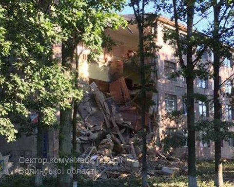 На Волыни во время ремонта обрушилась стена колледжа, видео