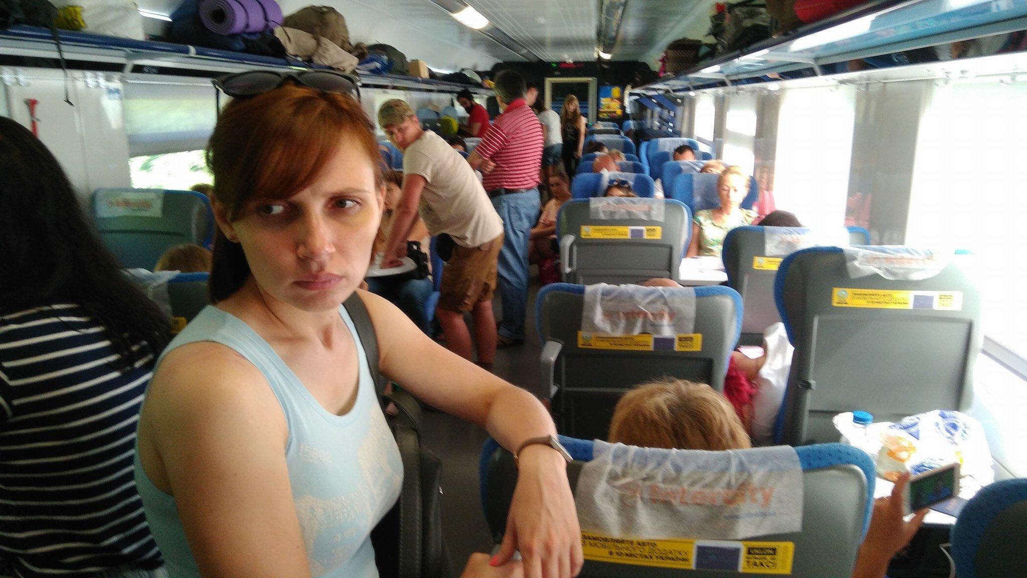 Укрзализныця заставила пассажиров ехать стоя в поезде «Интерсити» Одесса-Киев