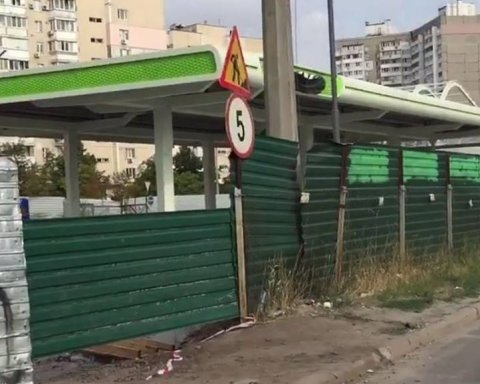 Скандальну АЗС на Позняках у Києві вимагають демонтувати