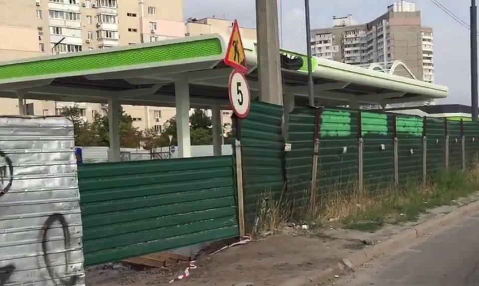 ВКиеве, наулице Ревуцкого, противники возведения АЗС опять перекрыли дорогу