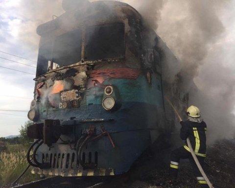 На Закарпатті сталася пожежа у приміському потязі