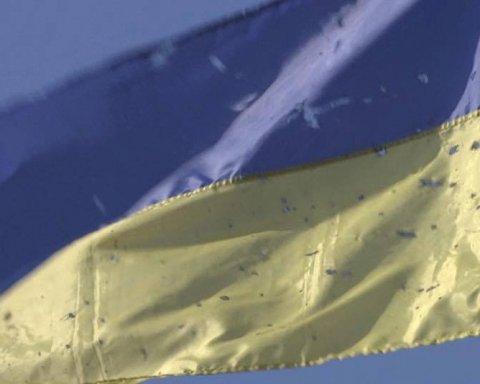 У Кропивницькому підняли легендарний прапор кіборгів з донецького аеропорту