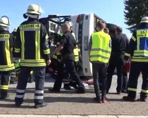 В Німеччині перевернувся автобус з гастарбайтерами, є відео