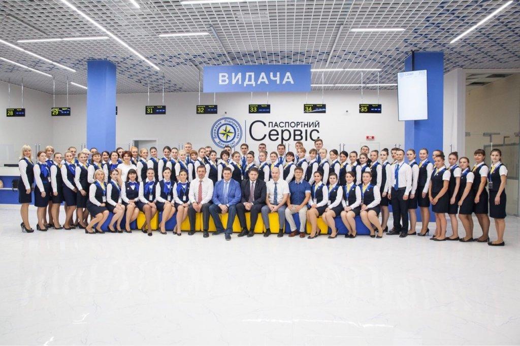 В Киеве заработал огромный «паспортный стол» по оформлению «биометрии»