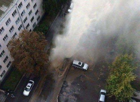 Через прорив труби в Києві бив 10-метровий фонтан