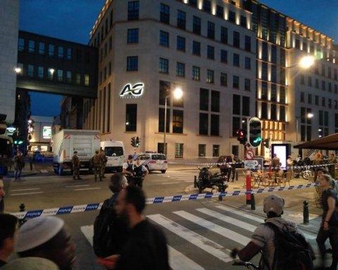 """В Брюселі чоловік з мачете напав на військових з криками """"Аллаху Акбар"""""""