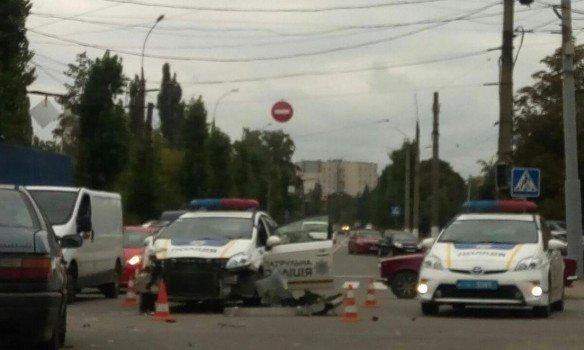 ВХарькове произошло  ДТП сучастием маршрутки иавто милиции
