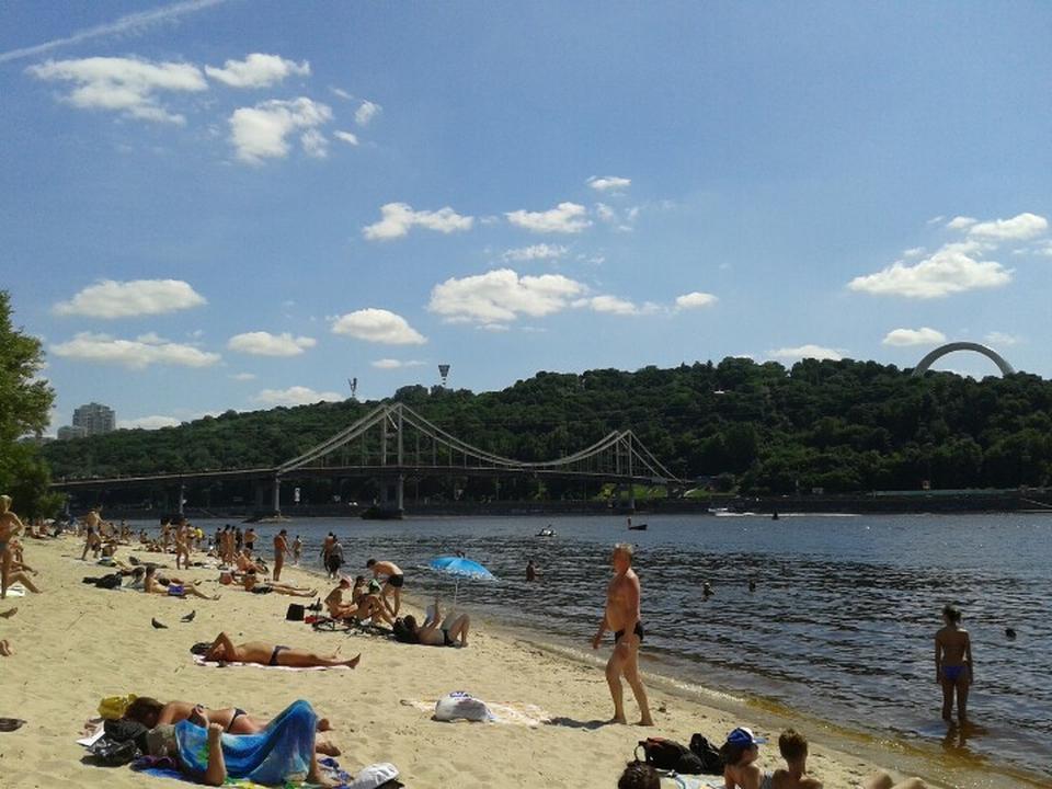 Киевлянам не советуют купаться навсех столичных пляжах