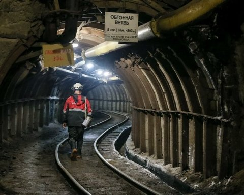 В затопленной шахте в Якутии под землей оказались 150 горняков: подробности аварии