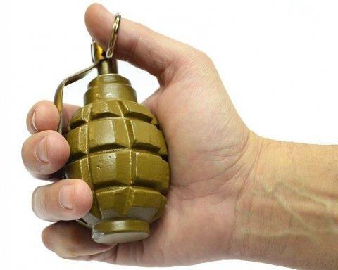 У двір мешканця Миколаєвщини жбурнули гранату, є фото