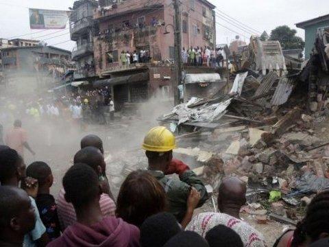 В Нигерии из-за обрушения домов погибли сотни людей