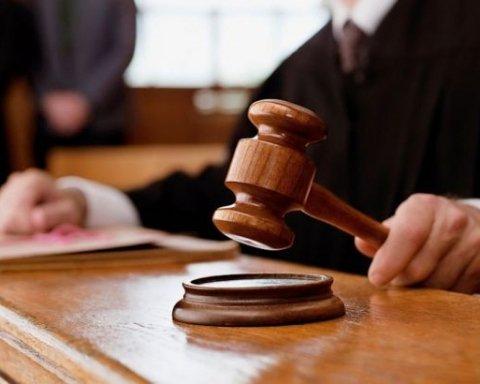 """Суд відправив під домашній арешт трьох чиновників """"Укрзалізниці"""""""