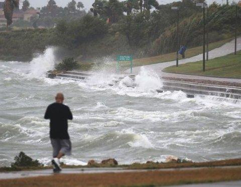 """США завмерли в очікуванні надпотужного урагану """"Харві"""""""