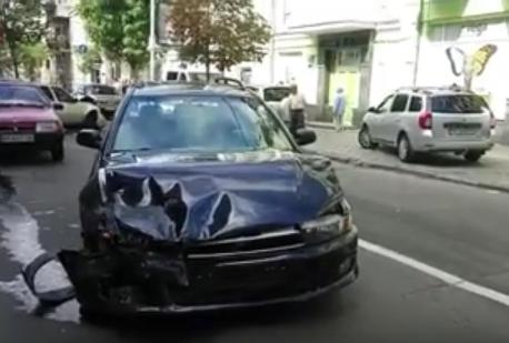 У середмісті Києва сталася масштабна ДТП, є відео
