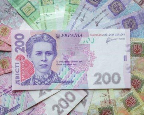 Курс гривни пробил психологическую отметку: на рынке валют переполох