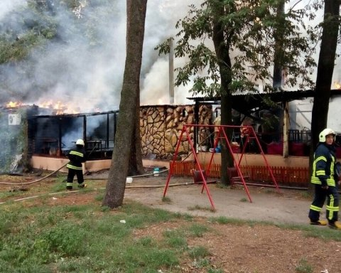Стали відомі подробиці пожежі у відомому київському ресторані, є фото