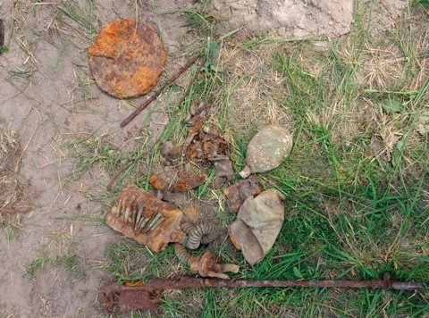 На Житомирщине «черный археолог» нашел останки солдата Красной Армии, есть фото