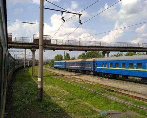 В Хмельницком юноша получил удар током, пытаясь сделать селфи на крыше поезда
