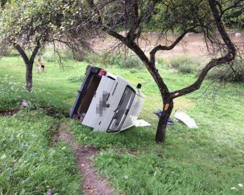 На Закарпатье погиб водитель, вылетев в овраг