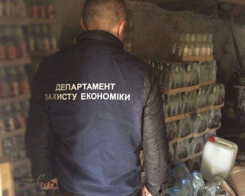 На Рівненщині поліція припинила масштабне виробництво фальсифікованого алкоголю, фото