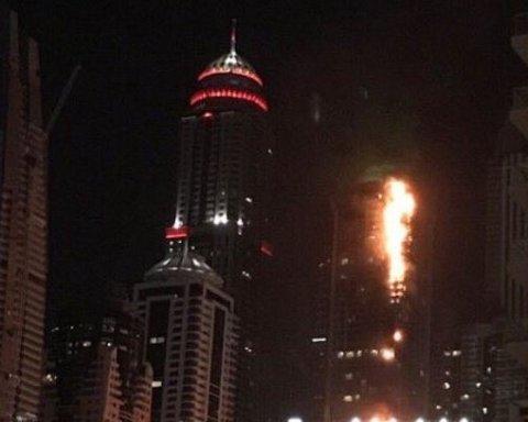 """В столиці ОАЕ горів один з найбільших хмарочосів світу """"Дубайський факел"""""""
